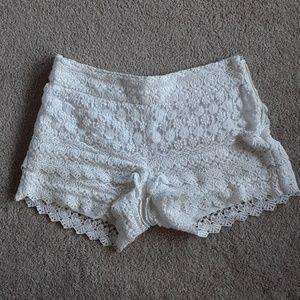 LOFT flirty and fun white shorts size 4